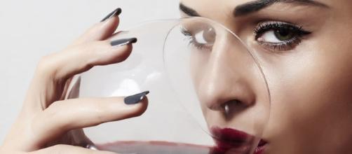 Beber vino tinto causa infertilidad