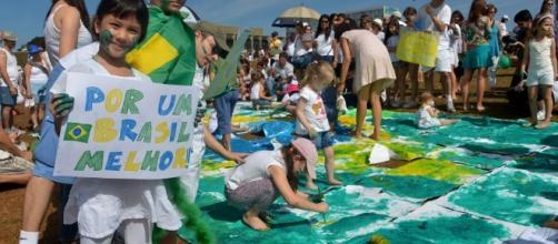 Crianças fazem protesto em frente ao Congresso Nacional