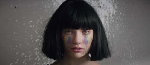 "Maddie Ziegler dans le clip ""The Greatest"""