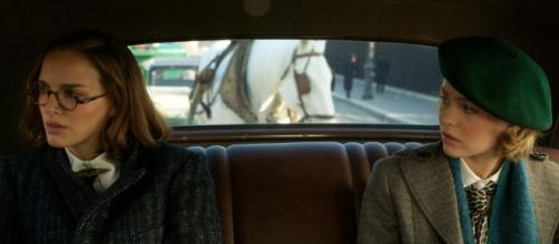 Natalie Portman e Lily-Rose Deep in una scena del film