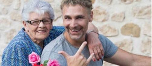 Raul Bova con la mamma Rosa sulla sua moto