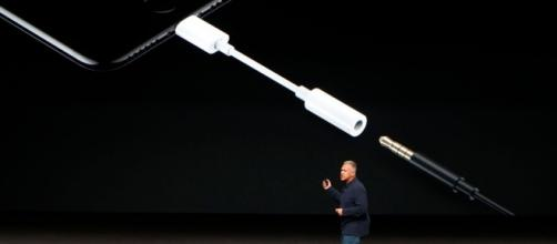 Sans prise casque, comment écouter de la musique avec l'iPhone 7 ? - traxmag.com