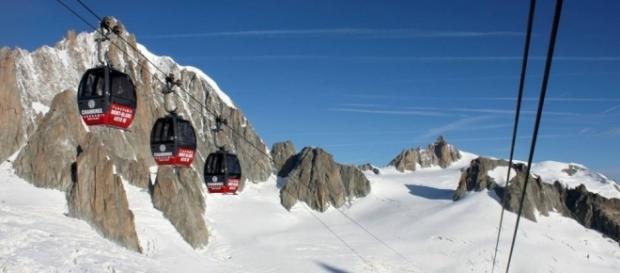 Centinaia di passeggeri bloccati sulle funivie del Monte BIanco