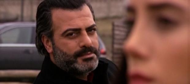 Com intuito de acabar com o inimigo, Berzan coloca Sila e Ceren em sua mira