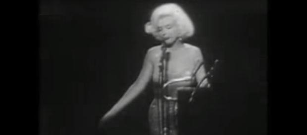 Marilyn canta gli auguri al Presidente Kennedy
