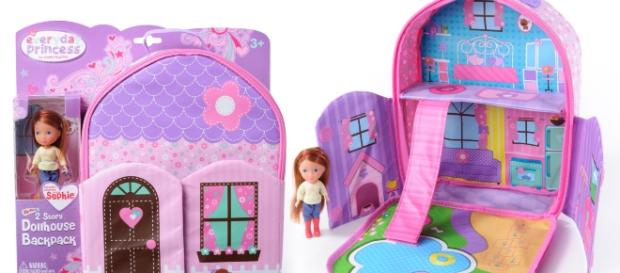 Neat-Oh Toys offers backpacks that double as dollhouses. / Photo via Lisa Orman, KidStuff PR. Used with permission.