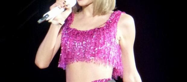 Taylor Swift bei einem Auftritt 2015