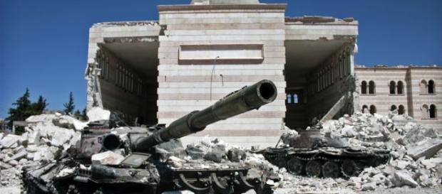 Two tanks destroyed in the Syrian civil war / Photo via Christiaan Triebert, Flickr: Azaz, Syria