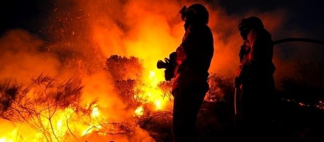 Incêndio combatido por 600 operacionais assusta o Algarve