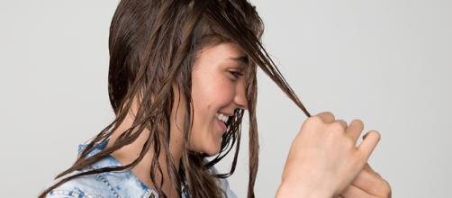Aprenda a secar os seus cabelos naturalmente