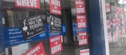 Bancários continuam com a greve, saiba como usar meios alternativos