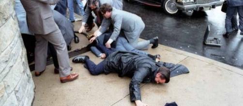 Rilasciato dopo 35 anni l'uomo che tentò di uccidere Ronald Reagan