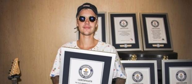 Justin Bieber com os recordes mundiais.