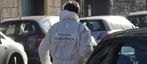 Firenze, esplode una bomba davanti a un negozio: ferito un ... - repubblica.it