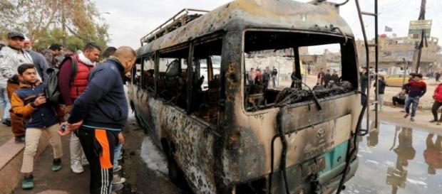 Un autobús en el sitio del atentado