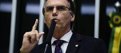 Deputado Federal Jair Bolsonaro ironiza os massacres em presídios