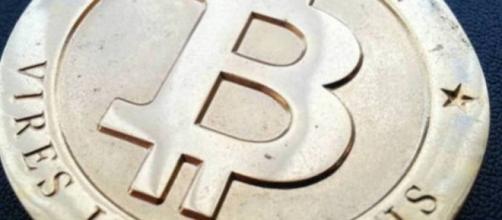Moeda virtual Bitcoin é um investimento arriscado