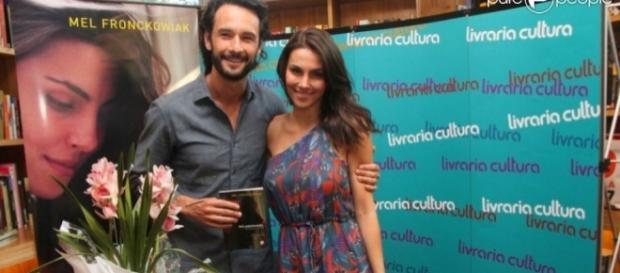 Rodrigo Santoro e a namorada tem segredo revelado.