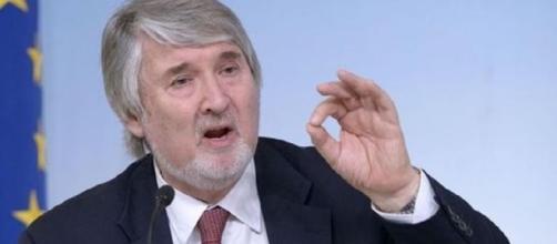 Cervelli in fuga, Poletti si scusa su Facebook. Polemica sul ... - velvetnews.it