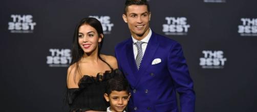 Cristiano Ronaldo con su novia y su hijo