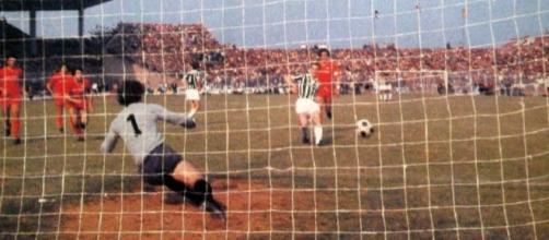 Il rigore calciato da Liam Brady a Catanzaro che consegnò il 20° scudetto alla Juventus ai danni di una grandissima Fiorentina