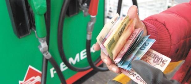 Aumento a la gasolina nuevo golpe a la economía familiar: Acción ... - com.mx