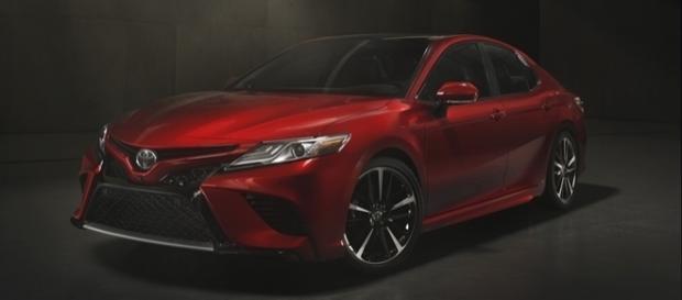 """Frente agressiva do novo Toyota Camry acaba com a cara de """"carro de tiozão"""""""