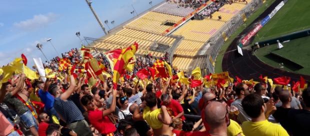 I tifosi del Lecce allo stadio.