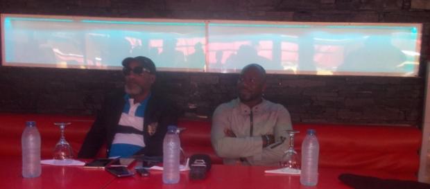 L'artiste Koffi Olomidé et l'annonceur et promoteur Serge Tamba