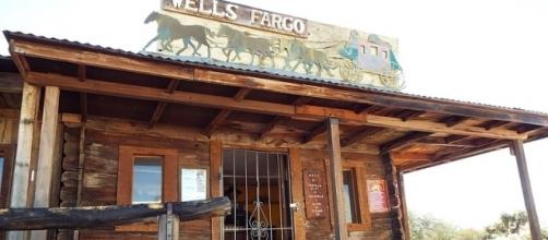 A replica of a Wells Fargo branch of the 19th century at the Superstition Mountain Museum in Arizona / Marine 69-71, Wikimedia Commons CC BY-SA 4.0