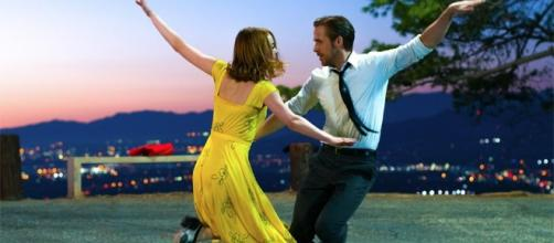 Director Chazelle crafts modern millennial musical in 'La La Land ... / Photo via: Gmanetwork. - gmanetwork.com