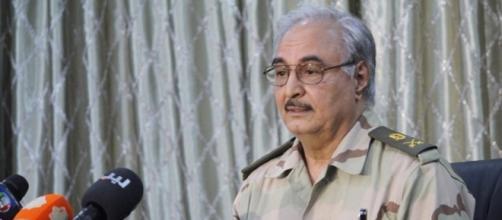 Il generale libico Khalifa Haftar, leader del governo della Cirenaica