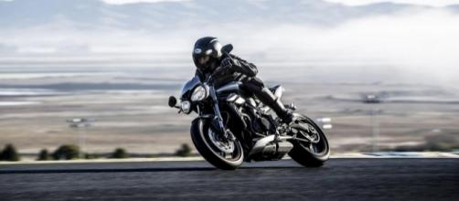 Nova Triumph Street Triple 2017 passa a contar com motor de 765 cc