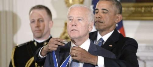 Outgoing honor: Obama decorating Biden with Presidential Medal of Freedom / Photo from 'The San Francisco Chronicle' - sfchronicle.com