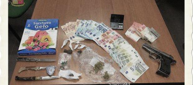 La droga sequestrata dagli uomini della Squadra Mobile della Polizia.