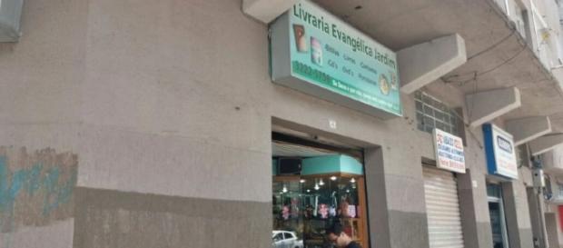 Ladrão tenta assaltar livraria evangélica e pede perdão após ganhar Bíblia