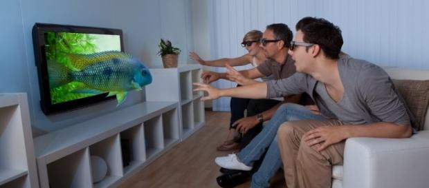 People watching a 3D television - Whats On Netflix - whats-on-netflix.com