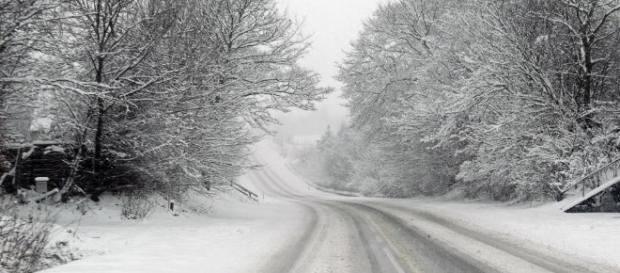 Snow covered roads did not keep couple from getting married - Photo: Blasting News Library - wisegeek.org