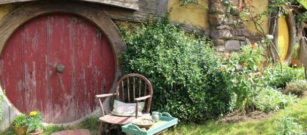 Uma toca na Vila dos Hobbits, Condado