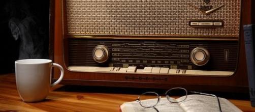As pessoas estão ouvindo menos rádio.