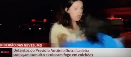 Vídeo mostra repórter da Globo News sendo agredida durante transmissão, ao vivo