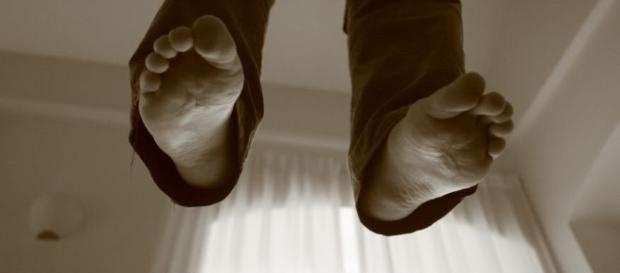 Agrigento, giovane si suicida gettandosi dal balcone ... - infoagrigento.it