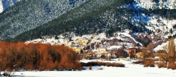 Foto Panoramica di Villetta Barrea - Scattata dal ponte sul lago