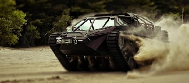 """Ripsaw EV2 chamou a atenção dos milionários ao aparecer em filmes como """"Gi Joe 2"""" e """"Mad Max"""""""