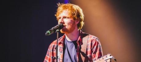 Ed Sheeran 'Slept Rough Outside Buckingham Palace'   MTV UK - mtv.co.uk
