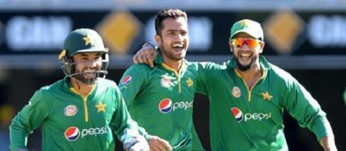 Azhar ruled out as Pakistan seek MCG rebound (Panasiabiz.com)