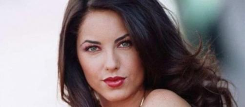Bárbara Mori interpreta Rubi (via SBT)