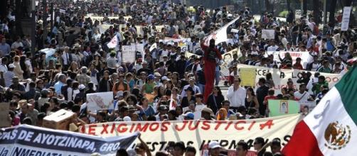 DiaDeLaIndignación A un año de Ayotzinapa, participa en las ... - sopitas.com
