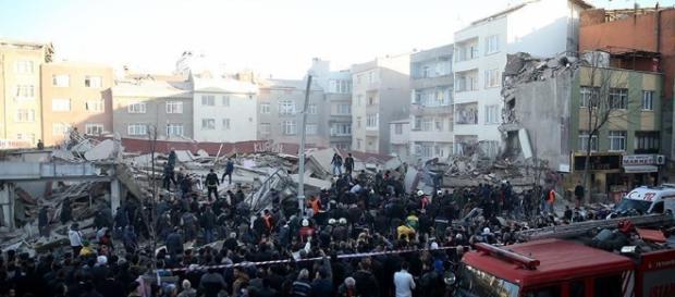 Rescue services search for victims beneath the rubble/aa.com.tr