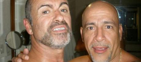 George Michael e Carlos Arturo Ortiz. Foto: Mirror.